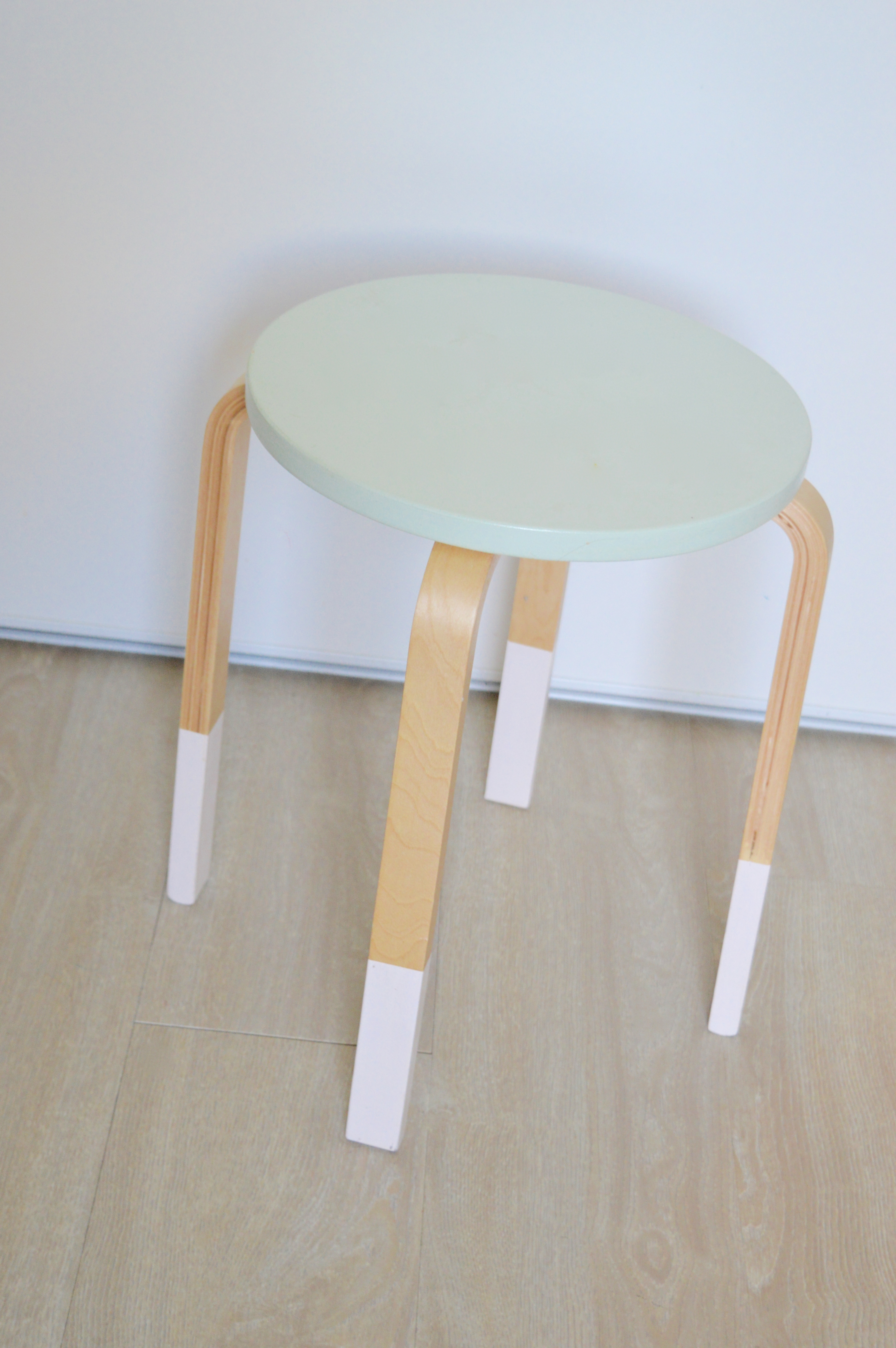 Customiser un tabouret su dois lilou mini brin - Customiser un tabouret ...